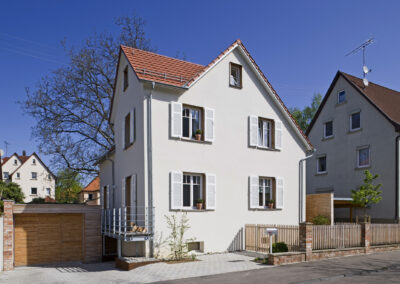 Gartenanlage und Wohnhaus